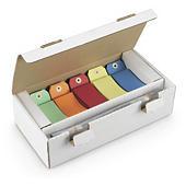 Assortiment gekleurde etiketten met metalen binders
