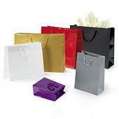 Bolsa de papel charol con asas de cordón