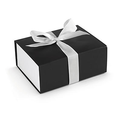 Caja para regalo con lazo de satén