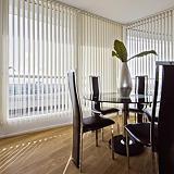 Store à bandes verticales sur mesure, lames largeur 127 mm en  polyester tamisant coloris blanc