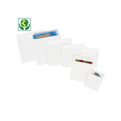 Vierkante envelop in extrawit offsetpapier, met zelfklevende sluiting met beschermstrip