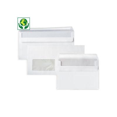 Weiße Briefumschläge
