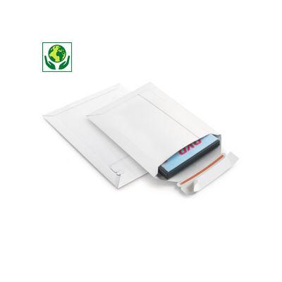 Witte vlakkartonnen enveloppen met zelfklevende sluiting - opening korte zijde