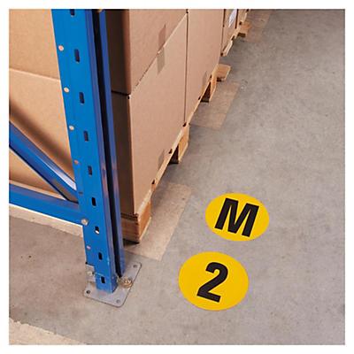 Zahlen und Buchstaben zur Bodenmarkierung